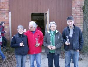 Pokale für die drei erstplatzierten, Trostpreis für Finalistin Gabi